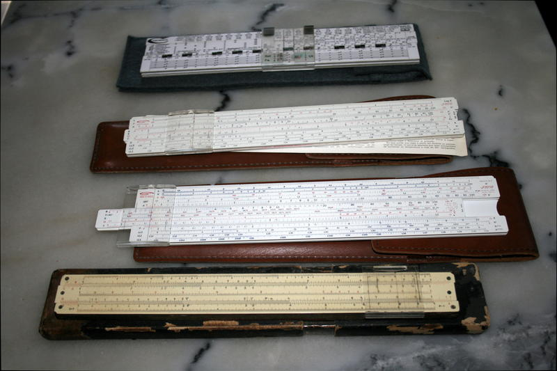 À titre de comparaison en haut la Cartronex puis deux Graphoplex des années 70 et une Nestler (en bois, fabriquée probablement entre 1920 et 1930).