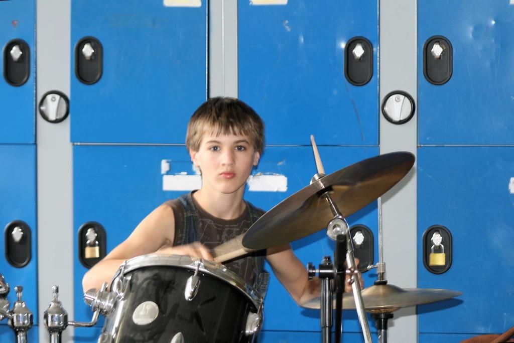 Juin - Concert au collège avec son groupe Krysten